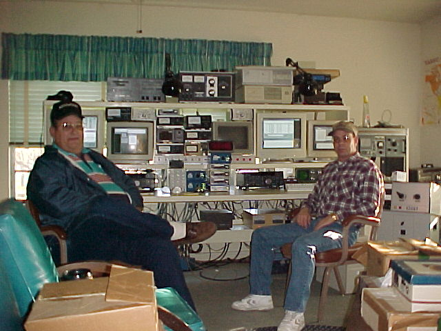 Ron, K5DJ, and Don, AA5AU, during the 2000 BARTG HF RTTY Contest.